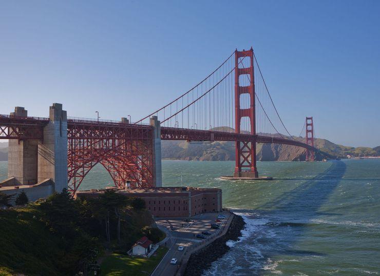Golden_Gate_Bridge_San_Francisco_April_2011_001
